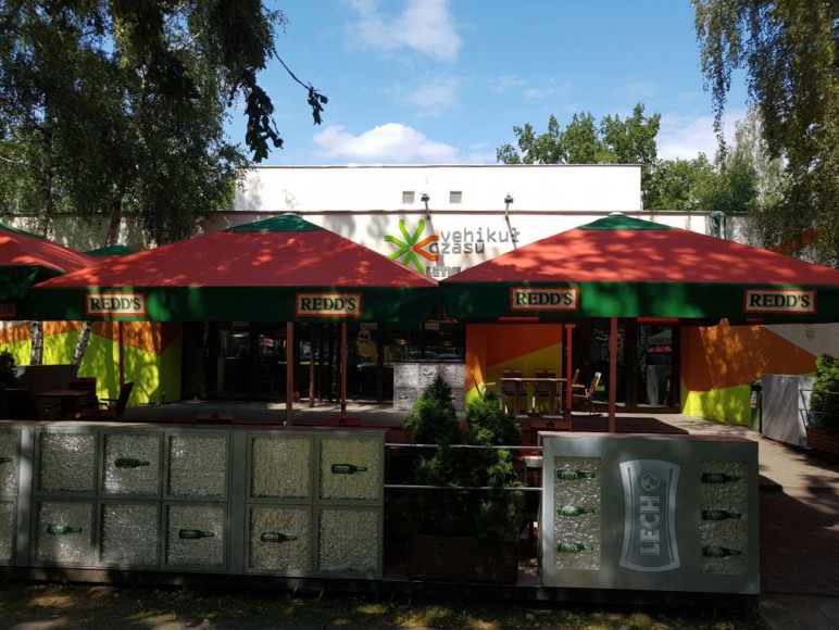 Domki przy klubie Vehikuł Czasu w Skorzęcinie