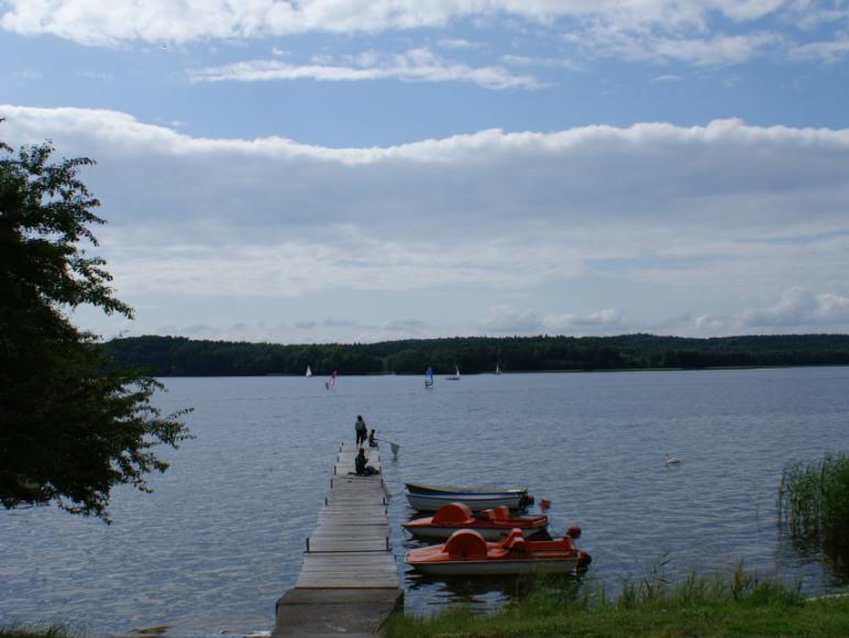 zejście do jeziora