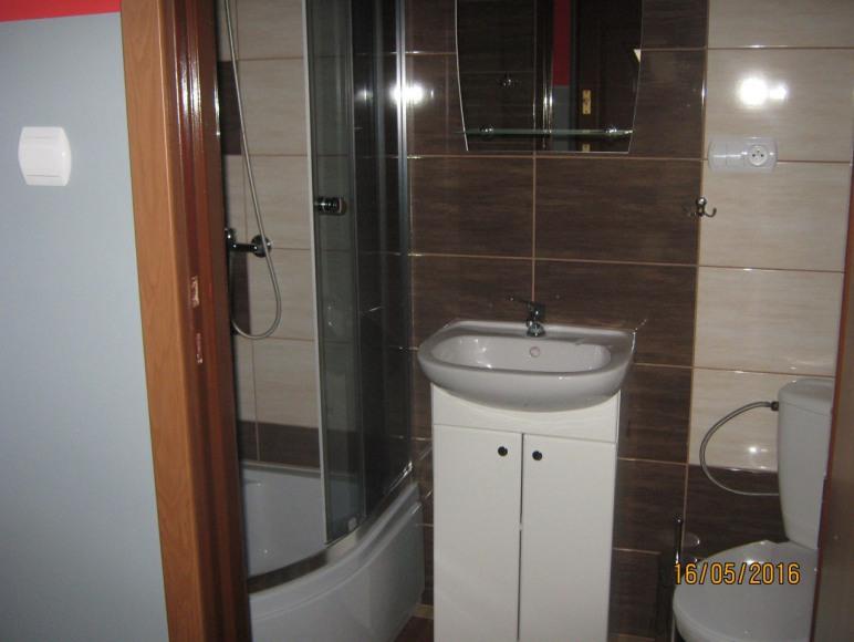 łazienka w pokoju