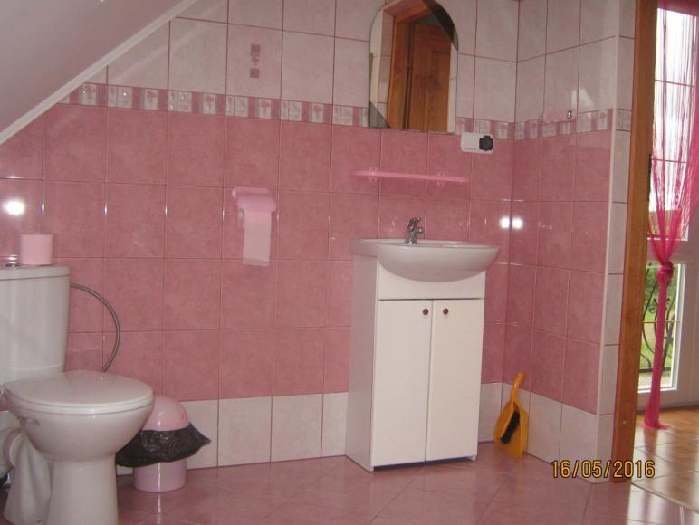 łazienka w pokoju 4os.