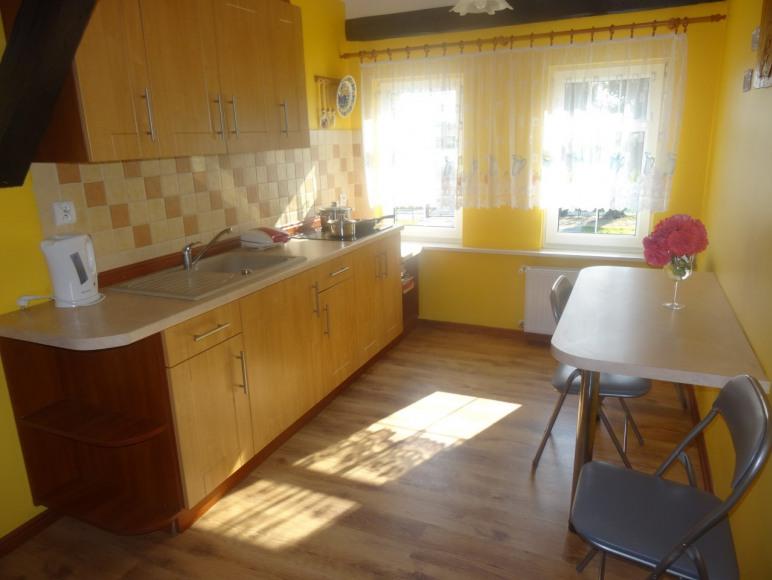 Kuchnia z pełnym wyposażeniem dla 4 pokoi czteroosobowych na piętrze