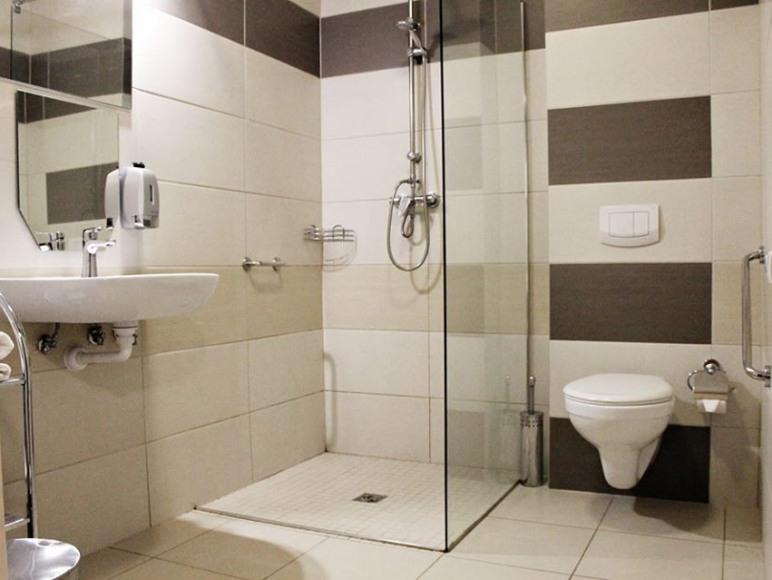 Łazienka z prysznicem.