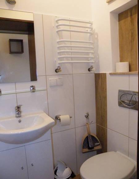 łazienka przy pokoju 2 osobowym