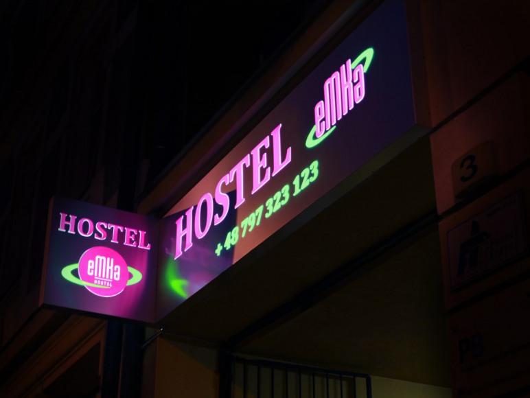 Hostel nocą