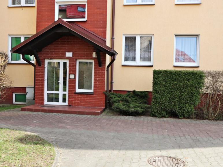 mieszkanie na parterze po prawej stronie