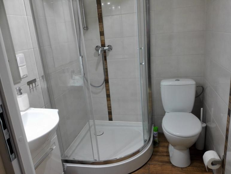 pokój 3 osobowy-łazienka