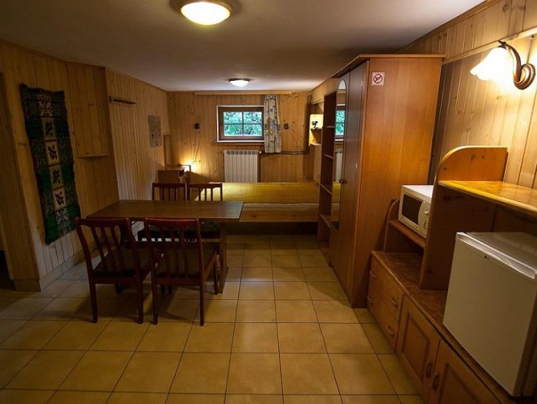 Pokój 2-5 osobowy z łazienką.