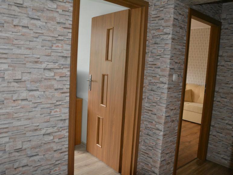 Pokój nr.2- zdjęcie z przedpokoju.