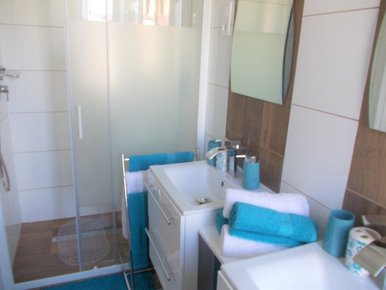 Łazienka przy 2 sypialni