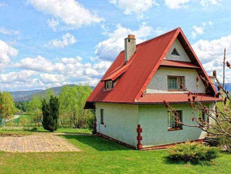 widok domu z drogi gminnej