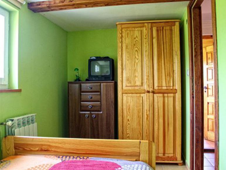 sypialnia na parterze z łóżkiem podwójnym