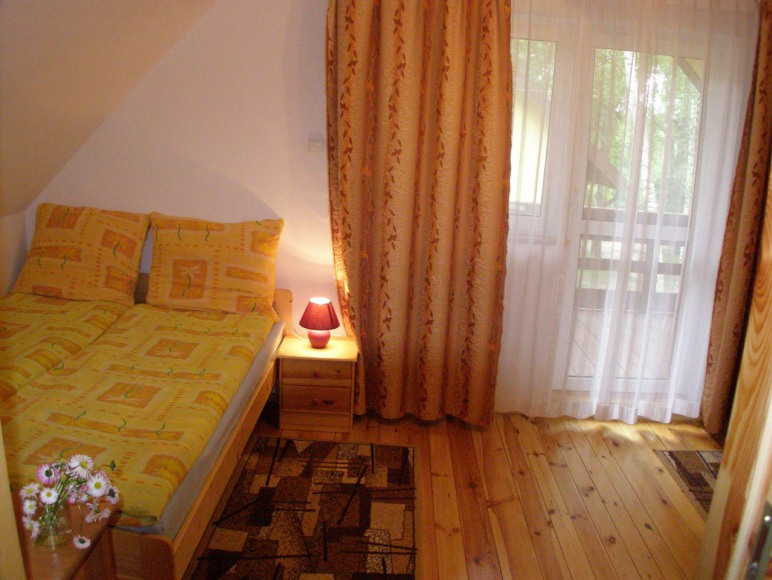 Duża sypialnia - dwa łóżka