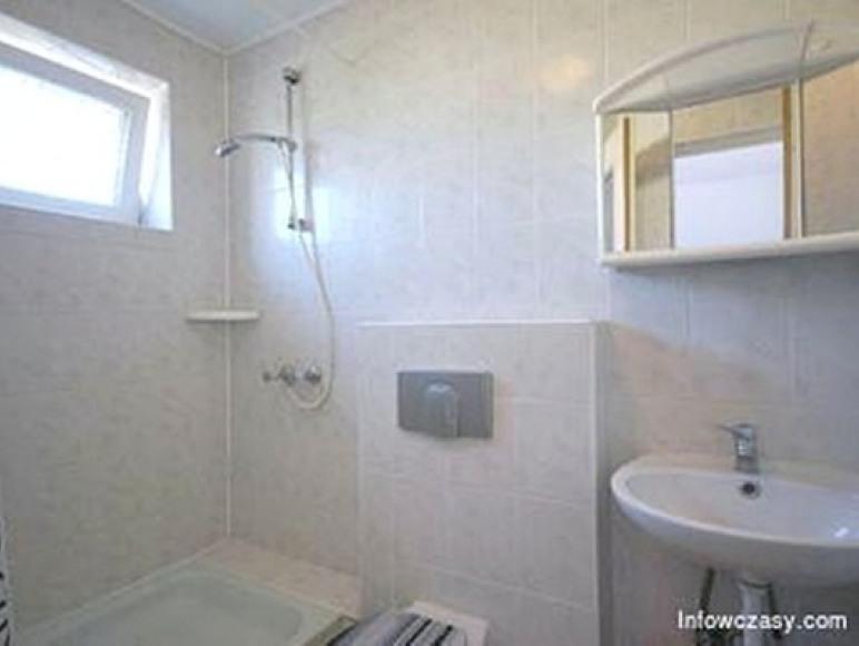 Łazienka w pokoju 4 os.
