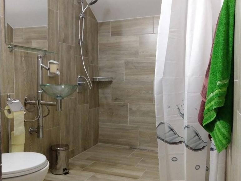 Łazienka do pokoju 3 os