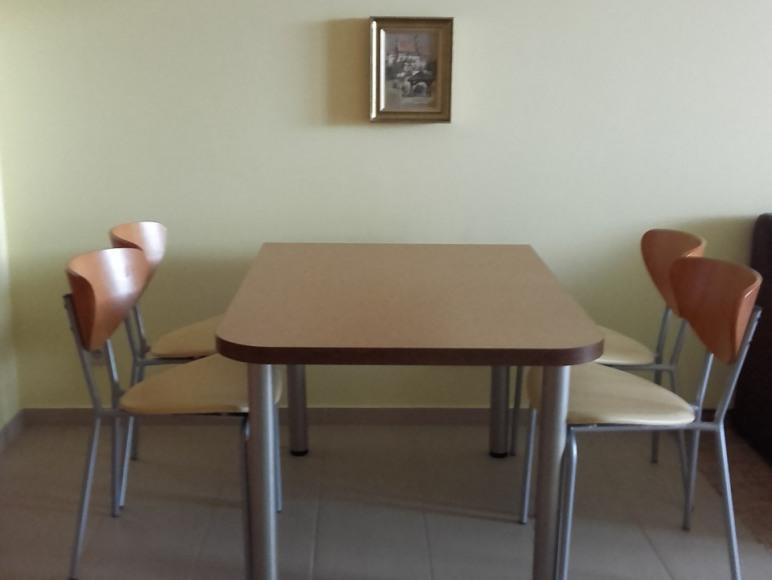 stół w aneksie