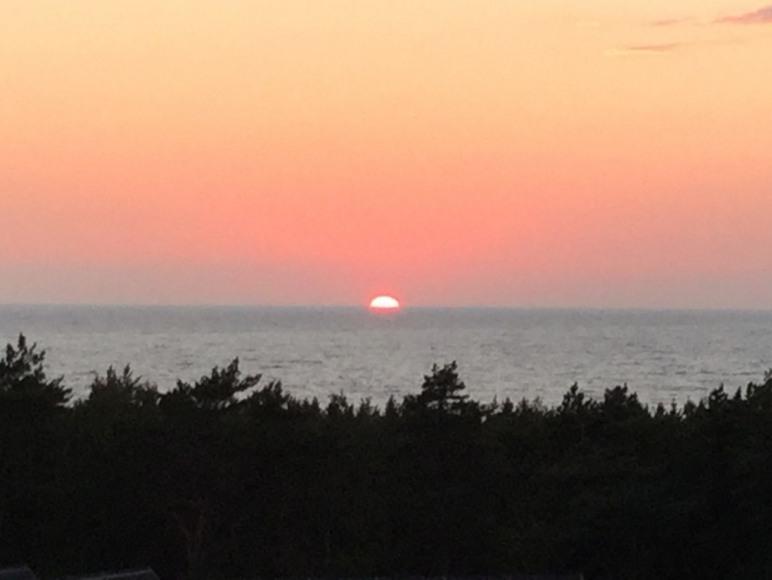 Zachodzące słońce widziane z balkonu apartamentu
