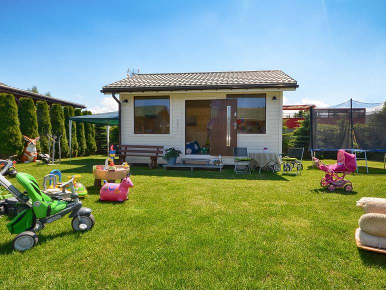 bawialnia dla dzieci, widoczna z kazdego tarasu domku