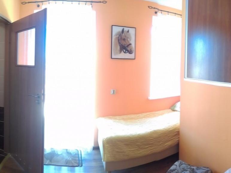 Pokój nr 1 dla jednej osoby. Pokój z balkonem.