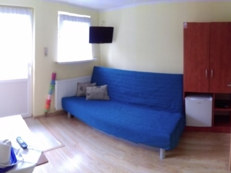 Pokój nr 8 dla dwóch osób. Pokój z tarasem z wyjściem do ogrodu.