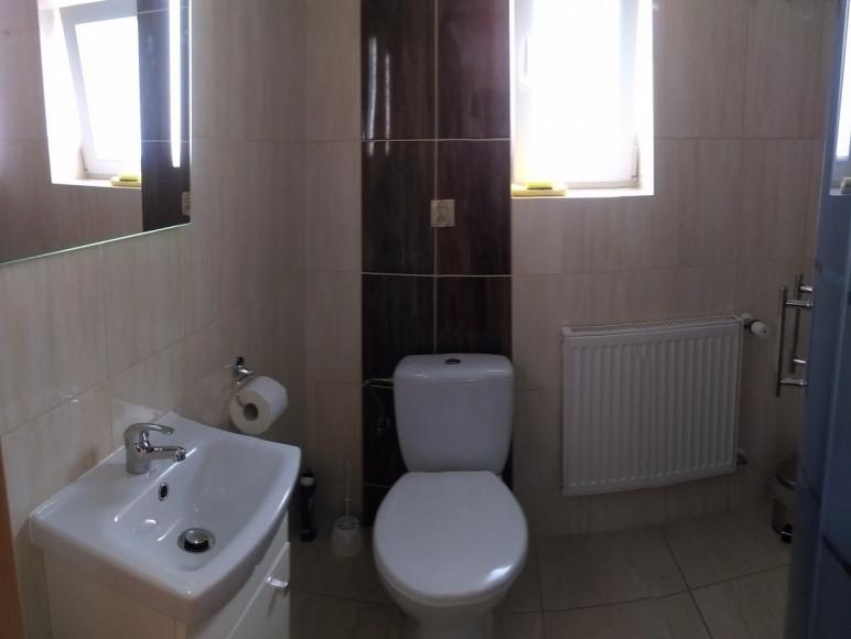 Łazienka w pokoju nr 6.