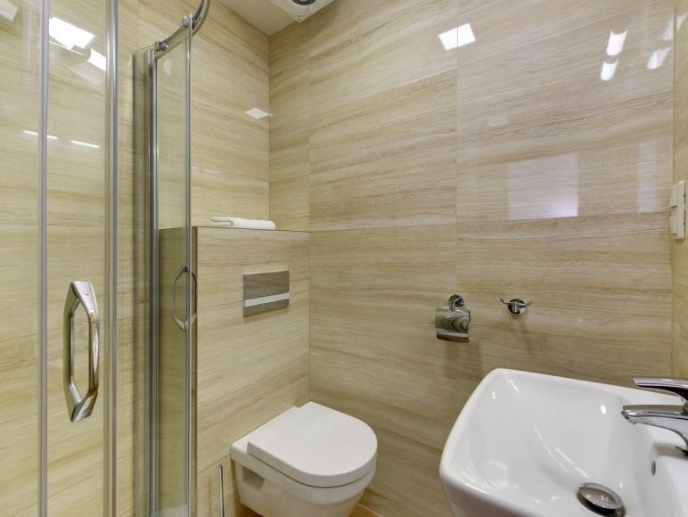 łazienka w pokoju 42