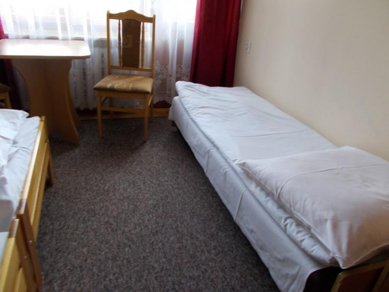 Pokoje gościnne Pod Dębem *wolne pokoje*