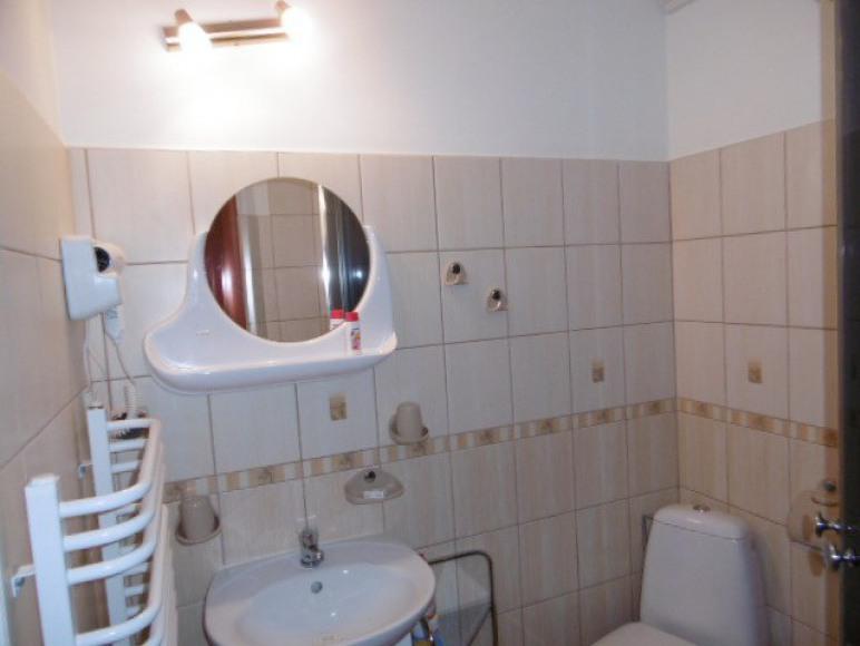 łazienka przy pokoju 2osobowym
