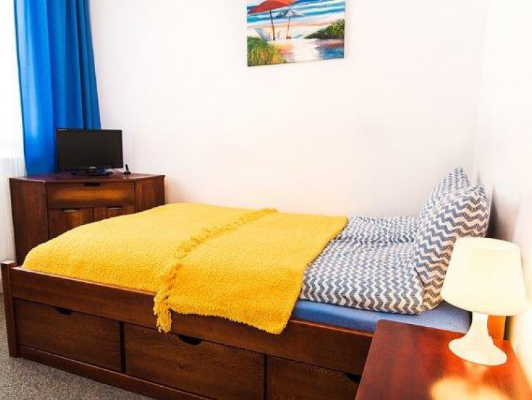 mały pokój dwuosobowy