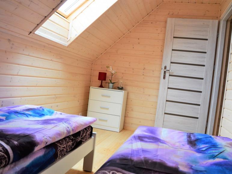 sypialnia na piętrze domki wakacje
