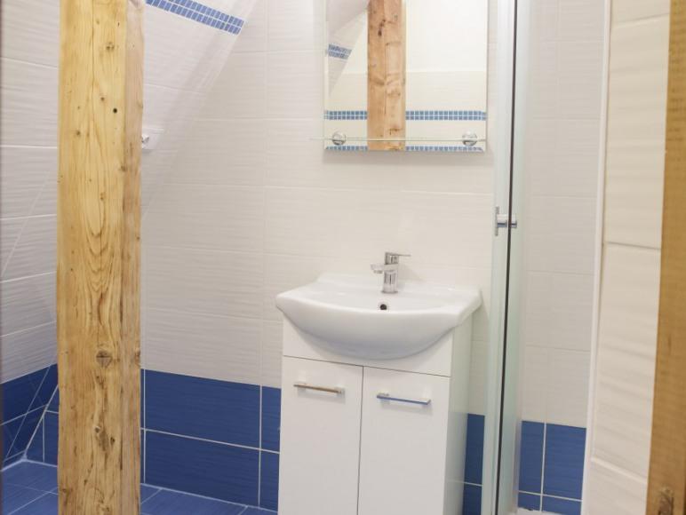 Samodzielny duży pokój z łazienką