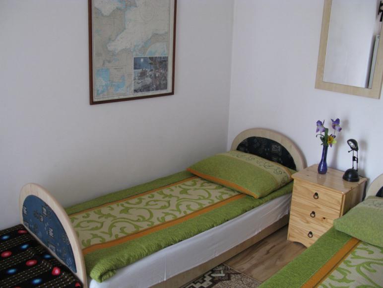 pokój nr 1 (balkonowy, taras i zejście do ogródka)