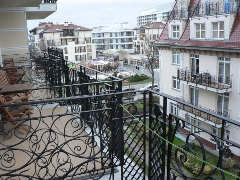 Balkon z widokiem na promenadę Trzy Korony