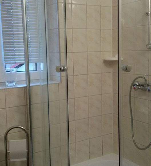 Wspólna łazienka na dwa pokoje