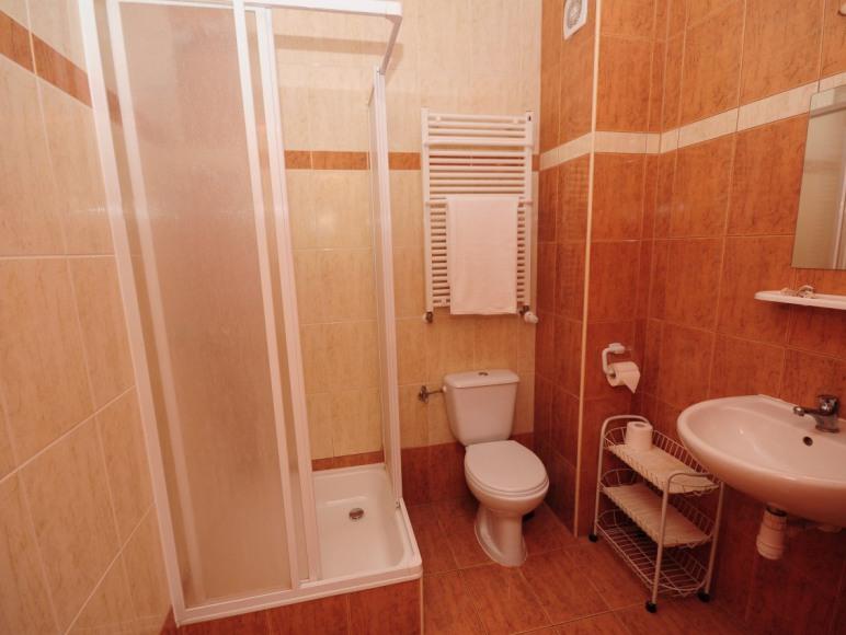 pokój standardowy łazienka
