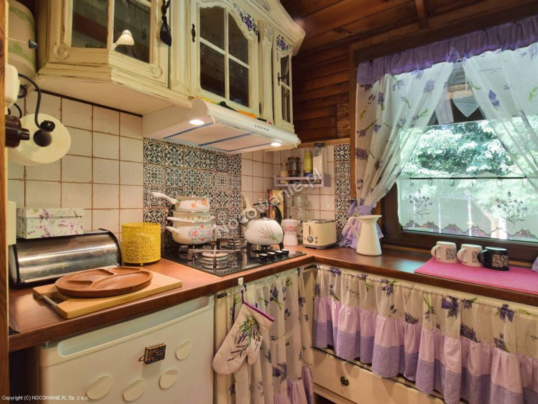 I domek- aneks kuchenny.
