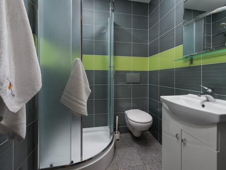 Przystań Rozewie - pokój/łazienka