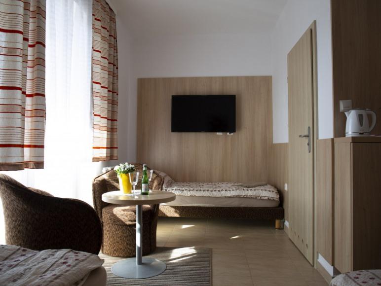 Pokój 3 osobowy z balkonem i prywatną łazienką