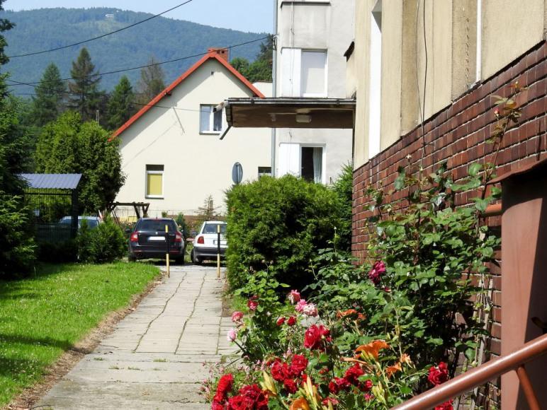chodnik przed budynkiem