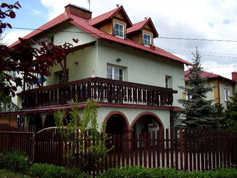 dom widok z boku