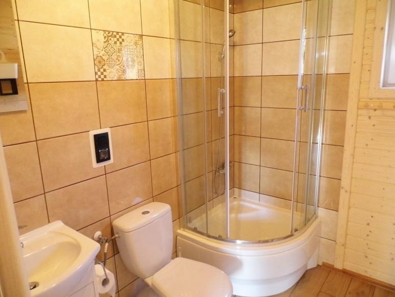 domek drewniany- łazienka