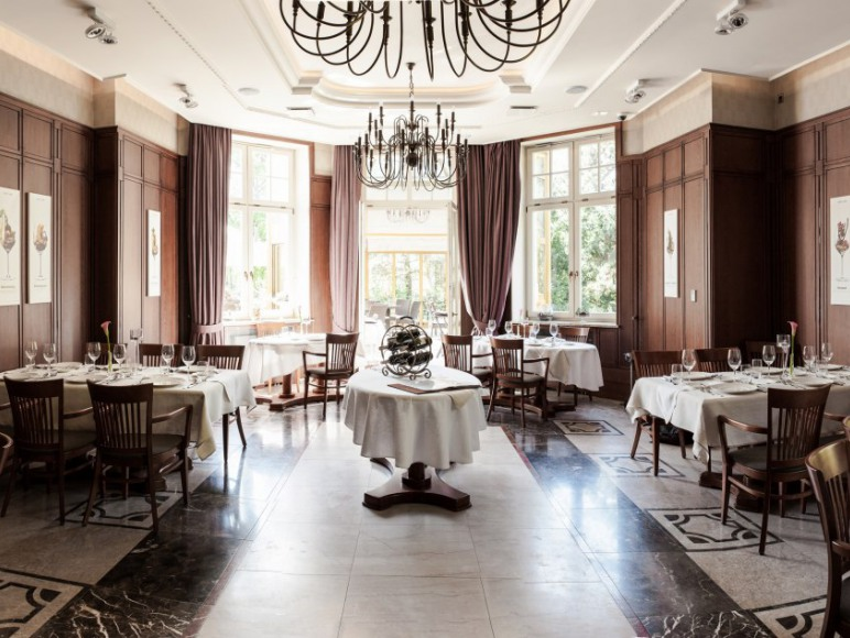 Grape Hotel & Restaurant