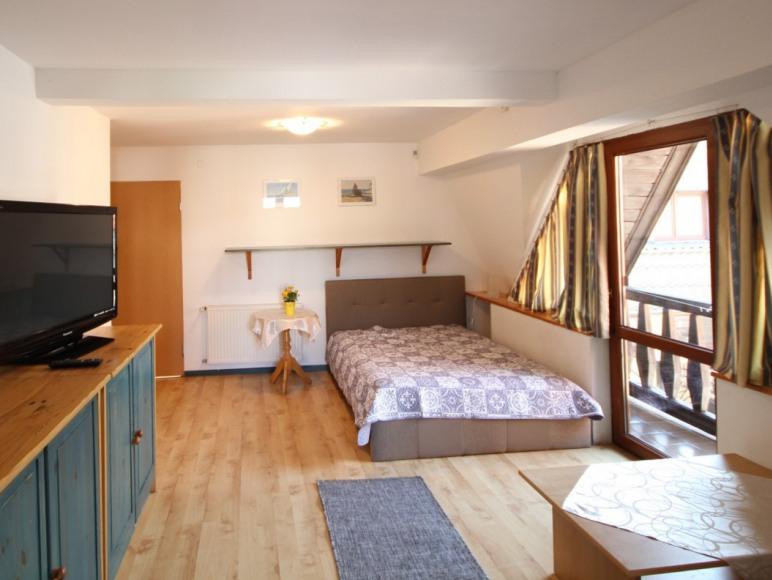 Pokój nr 1 dla 4-5 osób z łzienką i kuchnią