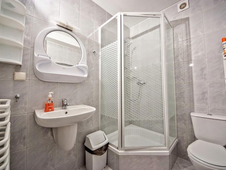 łazienka pokoje 2-4 os.