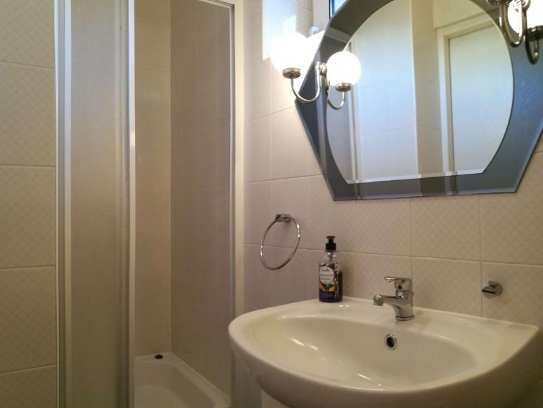 Łazienka dla Gości korzystających z wypoczynku w Willi Żaba