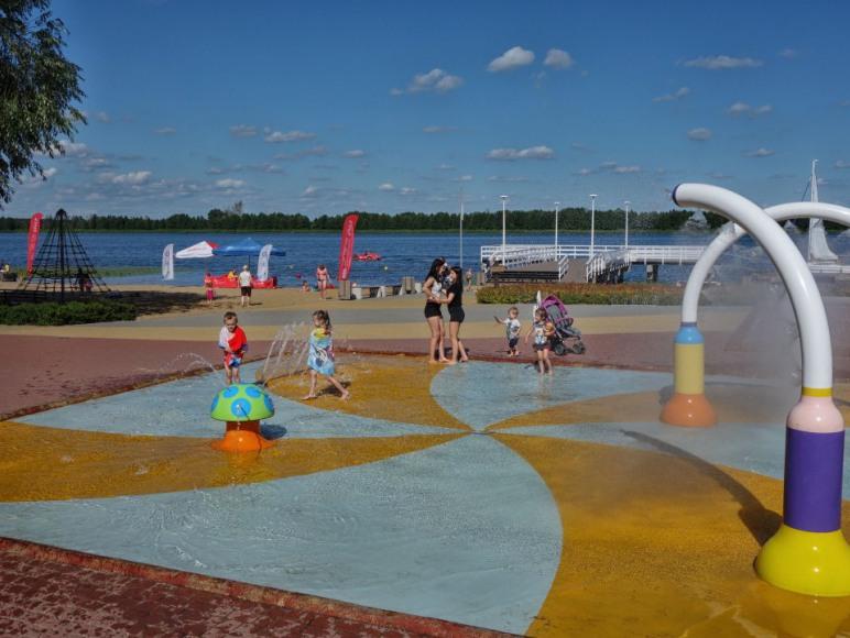 Plac zabaw i plaża tuż przy Willi Żaba