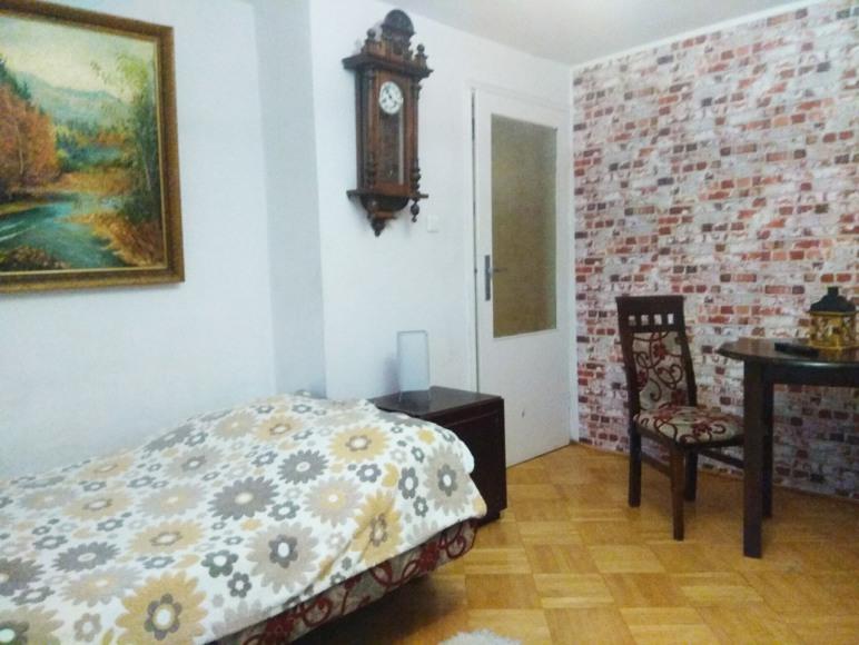 sypialnia z podwójnym łózkiem