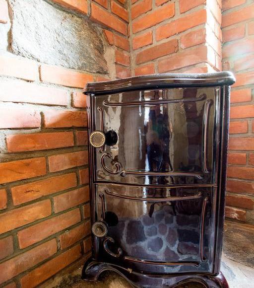 Domek posiada piecyk w razie chłodniejszych nocy