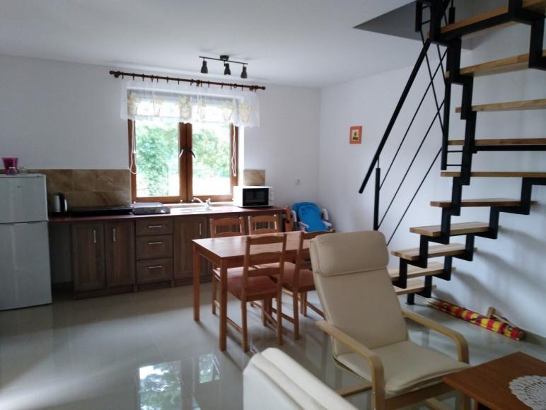 Domek nr 7 pokój dzienny z aneksem kuchennym