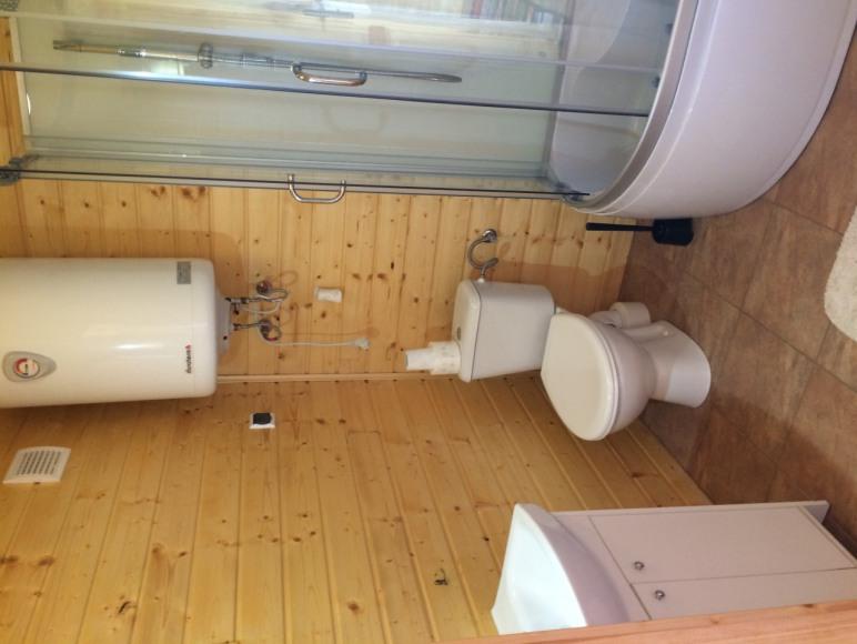 łazienka domek 5-8 osobowy