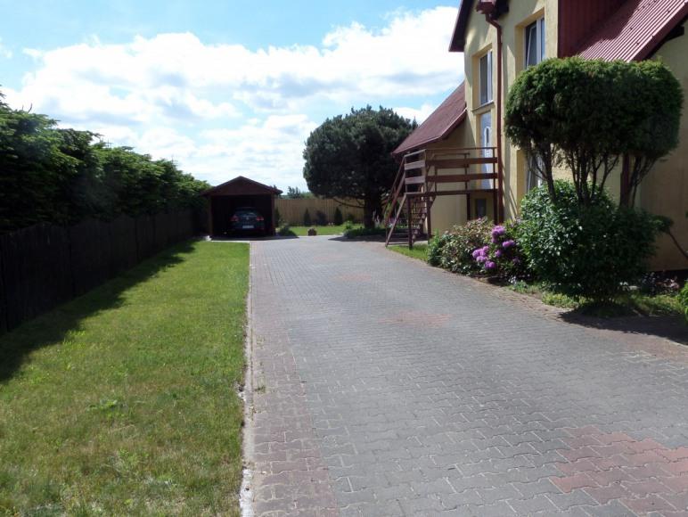 wjazd i wejście dla gości